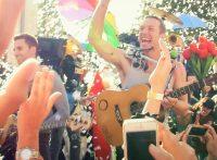 このイメージ画像は、このサイト記事「おすすめ『Coldplay A Sky Full Of Stars まとめ』 ネットで話題 YouTube無料動画ご紹介!」のアイキャッチ画像として利用しています。