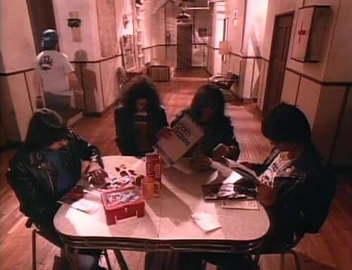 このイメージ画像は、このサイト記事「おすすめ『Ramones I Wanna Be Sedated まとめ』 ネットで話題 YouTube無料動画ご紹介!」のアイキャッチ画像として利用しています。