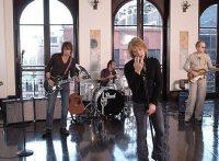 このイメージ画像は、このサイト記事「Bon Jovi|ボン・ジョヴィ イン・ジーズ・アームズ おすすめ音楽YouTube人気動画まとめ」のアイキャッチ画像として利用しています。