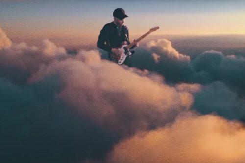 このイメージ画像は、このサイト記事「おすすめ『Coldplay Up&Up まとめ』 ネットで話題 YouTube無料動画ご紹介!」のアイキャッチ画像として利用しています。