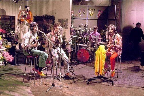 このイメージ画像は、このサイト記事「おすすめ『The Beatles All You Need Is Love まとめ』 ネットで話題 YouTube無料動画ご紹介!」のアイキャッチ画像として利用しています。