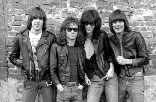 このイメージ画像は、このサイト記事「おすすめ『Ramones Rockaway Beach まとめ』 ネットで話題 YouTube無料動画ご紹介!」のアイキャッチ画像として利用しています。