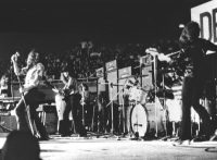 このイメージ画像は、このサイト記事「ディープ・パープル|Deep Purple スモーク・オン・ザ・ウォーター おすすめ音楽YouTube人気動画まとめ」のアイキャッチ画像として利用しています。
